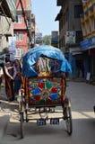 Τρίκυκλο ύφος του Νεπάλ στην οδό thamel Στοκ Εικόνες