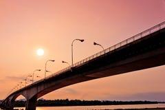Τρίτον Ταϊλανδός - λαοτιανή γέφυρα φιλίας στο χρόνο ανόδου ήλιων Nakhon Phano Στοκ Εικόνα