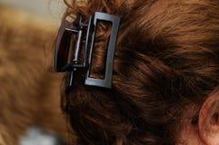 Τρίχα γυναικών με Hairgrip στοκ εικόνες με δικαίωμα ελεύθερης χρήσης