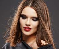 τρίχωμα Πορτρέτο προσώπου γυναικών χειλικό κόκκινο Στοκ φωτογραφία με δικαίωμα ελεύθερης χρήσης
