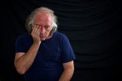 τρίψιμο ατόμων ματιών που αν&al Στοκ εικόνα με δικαίωμα ελεύθερης χρήσης