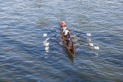 Τραίνα ομάδων βαρκών στον κεντρικό αγωγό ποταμών Στοκ εικόνα με δικαίωμα ελεύθερης χρήσης