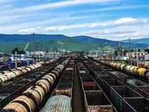 τραίνα σιδηροδρομικών σταθμών φορτίου Μεταφορά φορτίου στοκ εικόνες
