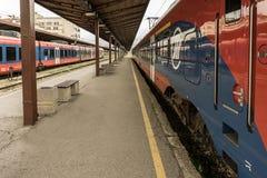 Τραίνα στο σταθμό στοκ εικόνα