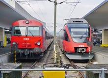 Τραίνα OBB στην Αυστρία στο σταθμό στη Βιέννη Στοκ φωτογραφίες με δικαίωμα ελεύθερης χρήσης
