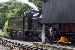 Τραίνο ατμού να πλαισιώσει στο σιδηροδρομικό σταθμό Oxenhope σε Keighley και τον άξιο σιδηρόδρομο κοιλάδων Γιορκσάιρ, Αγγλία, UK, Στοκ φωτογραφία με δικαίωμα ελεύθερης χρήσης
