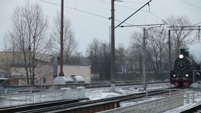 Τραίνο ατμού σε ένα σύννεφο καπνού απόθεμα βίντεο