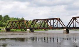 τραίνο γεφυρών Στοκ εικόνα με δικαίωμα ελεύθερης χρήσης
