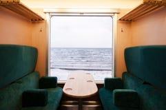 Τραίνο επίσκεψης Shirakami θερέτρου γραμμών Gono σιδηροδρόμων της ανατολικής Ιαπωνίας, Στοκ φωτογραφία με δικαίωμα ελεύθερης χρήσης