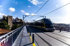Τραίνο μετρό Ponti Di Don Luis Ι γέφυρα Στοκ φωτογραφίες με δικαίωμα ελεύθερης χρήσης