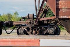 Τραίνο με τα αυτοκίνητα φορτίου Στοκ Φωτογραφίες