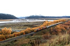 Τραίνο με την εποχή συντακτών στοκ εικόνες