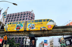 Τραίνο μονοτρόχιων σιδηροδρόμων στη Κουάλα Λουμπούρ, Μαλαισία Στοκ Εικόνες