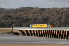 Τραίνο δοκιμής ραγών δικτύων, οδογέφυρα Arnside, Cumbria Στοκ φωτογραφίες με δικαίωμα ελεύθερης χρήσης