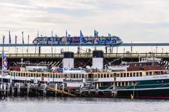 Τραίνο ουρανού στο λιμάνι αγαπών στο Σίδνεϊ, Αυστραλία στοκ εικόνα με δικαίωμα ελεύθερης χρήσης