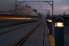 Τραίνο πέρα από τη γέφυρα Στοκ εικόνα με δικαίωμα ελεύθερης χρήσης