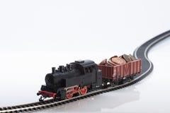 Τραίνο παιχνιδιών με τα νομίσματα τρία στοκ φωτογραφίες