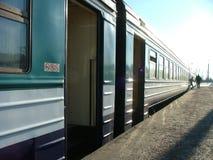 τραίνο πλατφορμών επιβατών Στοκ φωτογραφίες με δικαίωμα ελεύθερης χρήσης