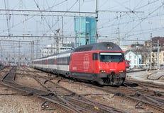 Τραίνο που πλησιάζει τον κύριο σταθμό της Ζυρίχης Στοκ Φωτογραφία