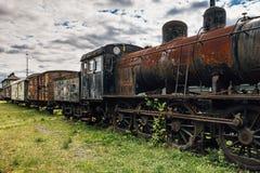Τραίνο που τίθεται παλαιό με μια ατμομηχανή ατμού στοκ φωτογραφία με δικαίωμα ελεύθερης χρήσης