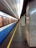 Τραίνο πλατφορμών υπογείων, σταθμός, σταθμός, σιδηρόδρομος Στοκ Εικόνα