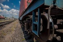 Τραίνο ροδών ενώ σταθμεύεται στην εστίαση σταθμών στη ρόδα στοκ εικόνες με δικαίωμα ελεύθερης χρήσης