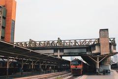 Τραίνο σιδηροδρομικών σταθμών στοκ εικόνες