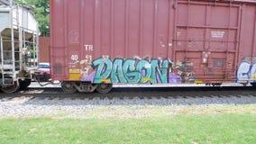 Τραίνο σιδηροδρόμου με τα γκράφιτι που κινούνται αργά Στοκ Φωτογραφία