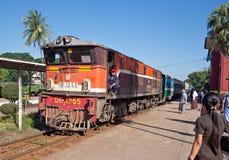 Τραίνο σιδηροδρόμων σε Yangon, το Μιανμάρ Στοκ Εικόνα
