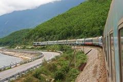 Τραίνο σιδηροδρόμων στο Βιετνάμ Στοκ Φωτογραφίες