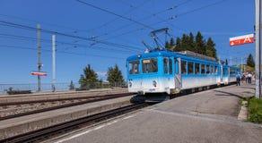 Τραίνο σιδηροδρόμων Rigi στο σταθμό Rigi Staffel Στοκ Φωτογραφία