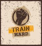 Τραίνο σκληρό Barbell δημιουργική έννοια κινήτρου Workout και ικανότητας Διανυσματικό έμβλημα Grunge τυπογραφίας Στοκ Φωτογραφία