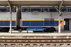 τραίνο στάσεων πάγκων Στοκ φωτογραφία με δικαίωμα ελεύθερης χρήσης