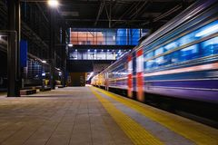Τραίνο, σταθμός τρένου στοκ φωτογραφίες