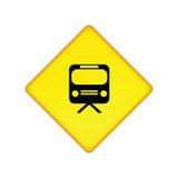 τραίνο σταθμών σημαδιών Στοκ φωτογραφία με δικαίωμα ελεύθερης χρήσης