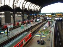 τραίνο σταθμών της Γερμανίας Αμβούργο στοκ εικόνες