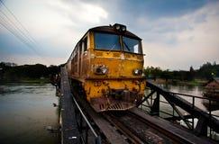 Τραίνο στη γέφυρα χάλυβα Στοκ φωτογραφίες με δικαίωμα ελεύθερης χρήσης