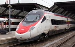 Τραίνο στον κύριο σιδηροδρομικό σταθμό της Ζυρίχης Στοκ εικόνα με δικαίωμα ελεύθερης χρήσης