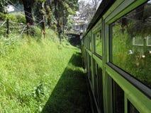 Τραίνο στους λόφους στοκ εικόνες με δικαίωμα ελεύθερης χρήσης