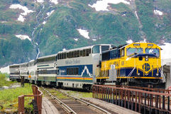 Τραίνο της Αλάσκας που έρχεται σε Whittier Στοκ εικόνα με δικαίωμα ελεύθερης χρήσης