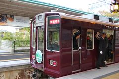 Τραίνο του Κιότο σε Kawaramachi στοκ εικόνες