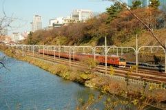 τραίνο του Τόκιο λιμνών Στοκ εικόνα με δικαίωμα ελεύθερης χρήσης