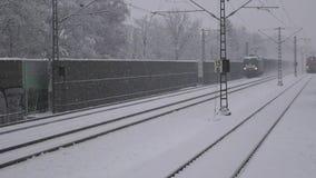 Τραίνο το χειμώνα με το χιόνι φιλμ μικρού μήκους