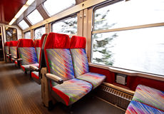 τραίνο 2 άδειων θέσεων Στοκ φωτογραφία με δικαίωμα ελεύθερης χρήσης