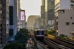 Τραίνο BTS στη σιδηροδρομική γραμμή στοκ εικόνα