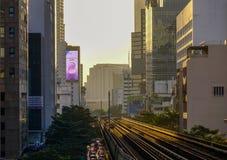 Τραίνο BTS στη σιδηροδρομική γραμμή στοκ εικόνες