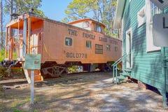 Τραίνο Caboose, ατμομηχανή από το σύστημα οικογενειακών γραμμών στοκ φωτογραφίες με δικαίωμα ελεύθερης χρήσης