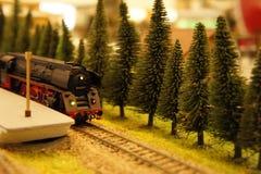 Τραίνο Miniatural στην πλατφόρμα Στοκ φωτογραφία με δικαίωμα ελεύθερης χρήσης