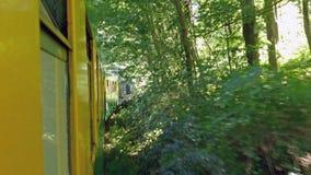 Τραίνο Vacance με τους ανθρώπους στις διακοπές 4k μήκος σε πόδηα απόθεμα βίντεο