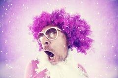 Τραβεστί που έχει τη διασκέδαση που χορεύει σε μια λέσχη disco Στοκ Φωτογραφία
